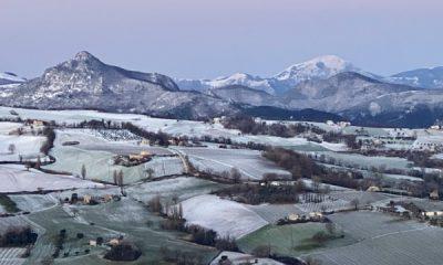 colpo di coda dell'inverno, neve in collina