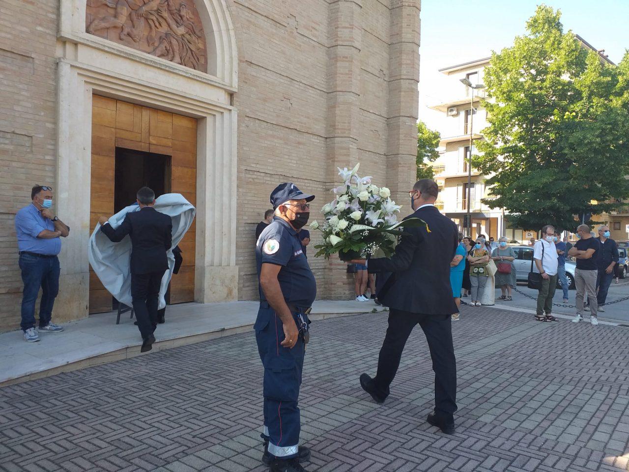 esterno funerali fiorella scarponi (4)