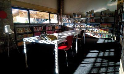 foto di una sala della biblioteca La Fornace