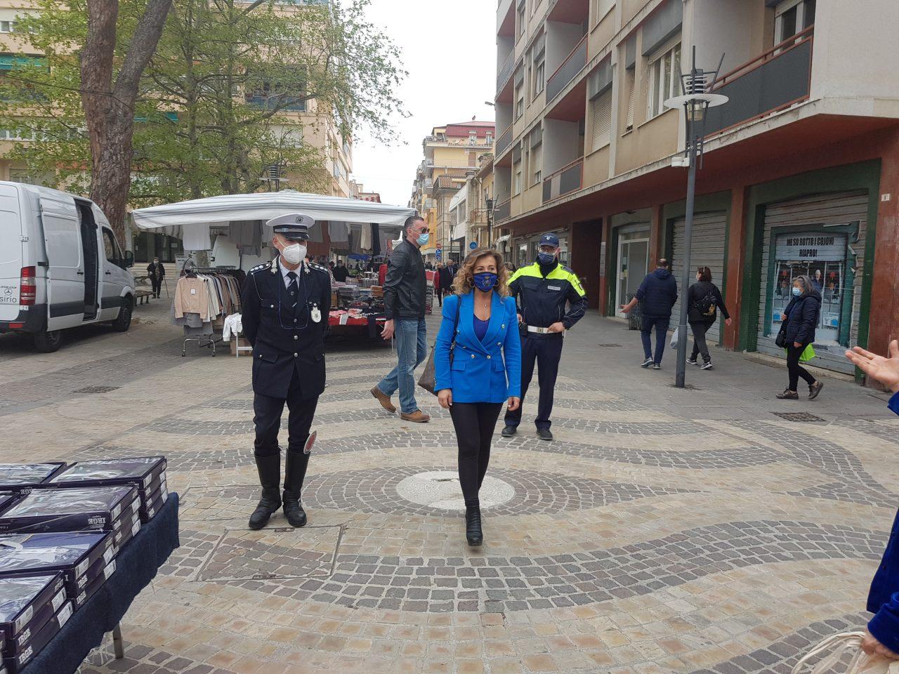 alconara mercato controlli polizia e sindaco signorini