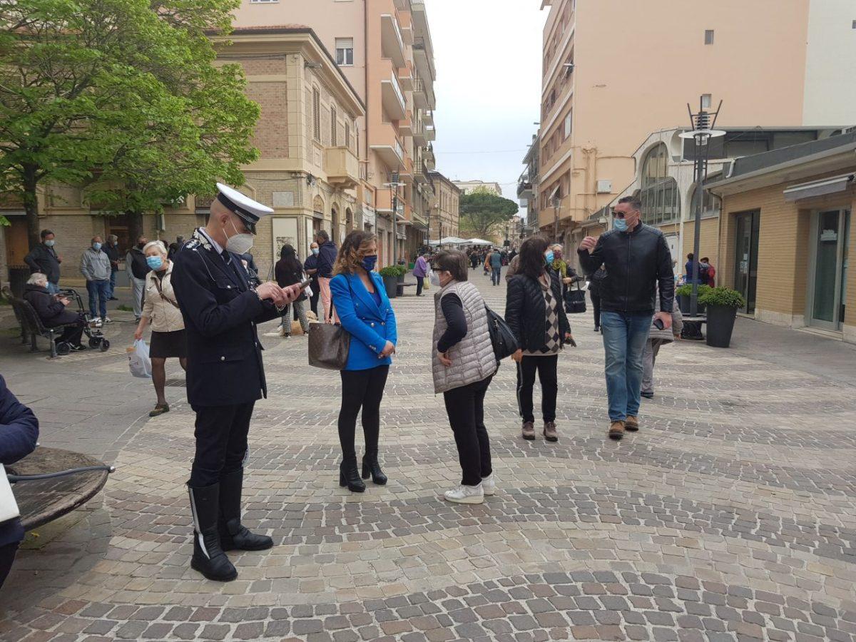 falconara mercato controlli polizia e sindaco signorini