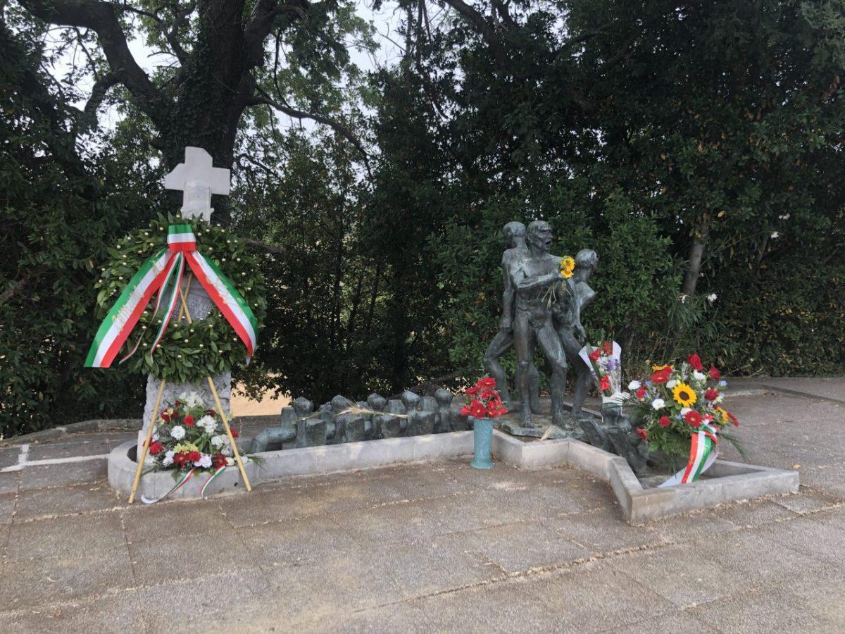 corona davanti al monumento dei Martiri del Cippo