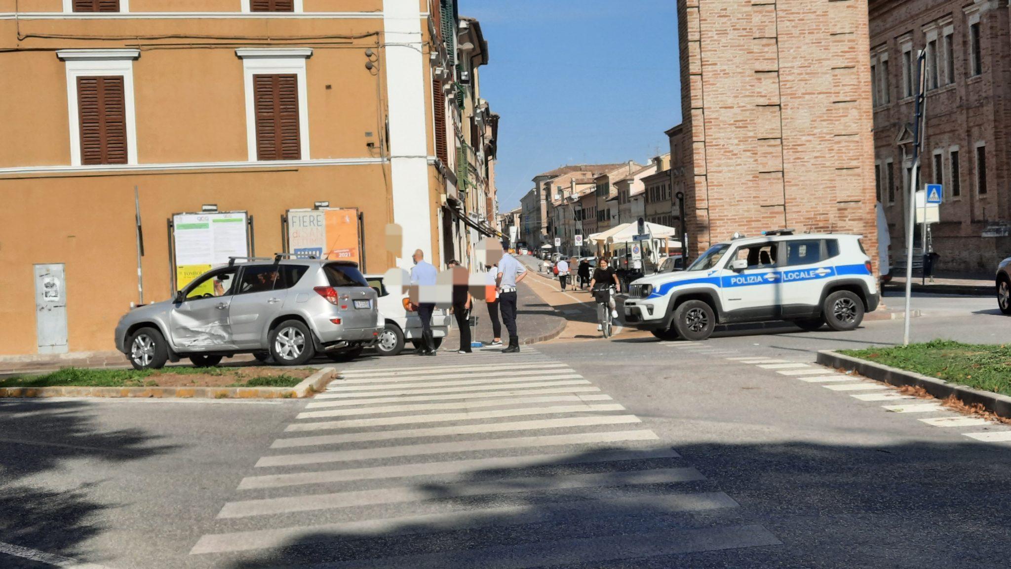 JESI / Altro incidente all'Arco Clementino - QdM Notizie